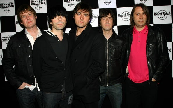 charlatans-perform-the