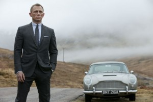 Daniel Craig as James Bond 007 in SKYFALL - Review - The Latest Entertainment News Today