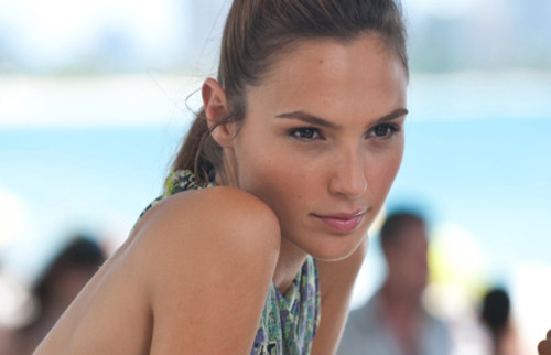 GAL GADOT Has Been Cast As WONDER WOMAN in Batman Vs Superman! TOMORROW'S NEWS - The Latest Entertainment News Today!