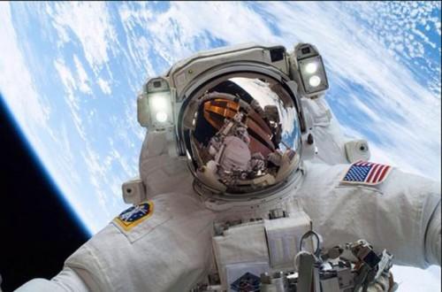 TV REVIEWS: Astronauts: Houston We Have a Problem - Channel 4