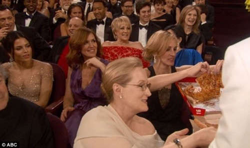 OSCAR NEWS: Ellen DeGeneres Serving Pizza to Julia Roberts and Meryl Streep - 2014